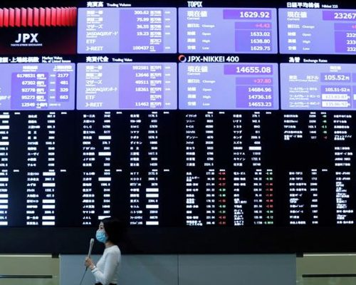 Asian Stocks Dip As US Political Concerns Grow
